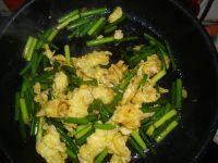 家常的蒜苔炒鸡蛋