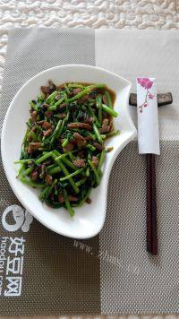 家常菜茼蒿炒肉丝
