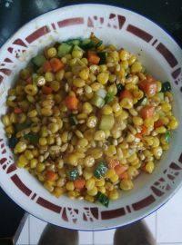 简单的松仁玉米
