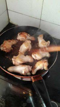 美味的红烧鸡翅根