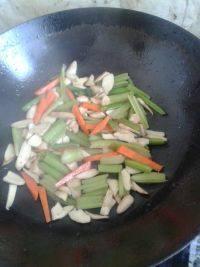 营养丰富的杏鲍菇炒芹菜