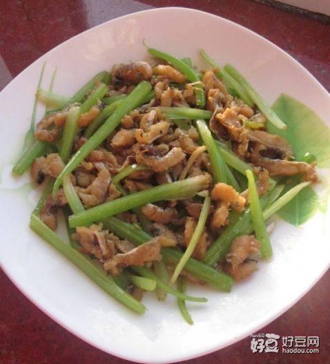 鳗鱼丝炒芹菜