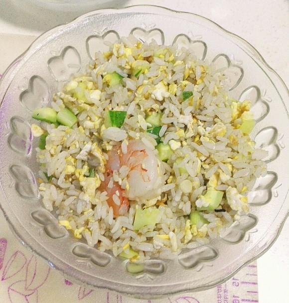 营养丰富的虾仁炒饭