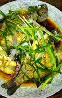 美味的清蒸太阳鱼
