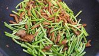 家常菜蒜苔炒肉