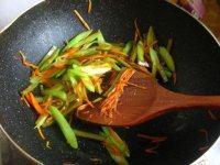 润滑的芹菜炒豆干