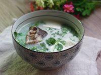 色泽不错的豆腐鱼汤