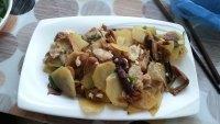 家常菜土豆片炒蘑菇