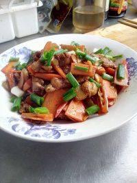 家常菜胡萝卜炒肉