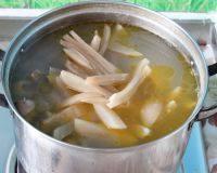 自己做的酸萝卜老鸭汤