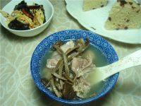美味营养的茶树菇鸡汤