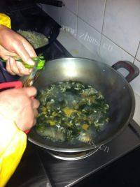 美味的紫菜虾皮汤