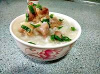 美味的咸猪骨粥