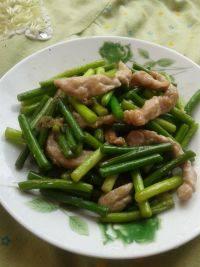 下饭的蒜苔炒肉丝