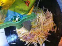 营养丰富的韭黄肉丝