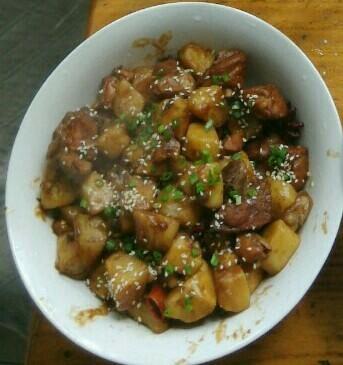 特下饭的鸡腿炖土豆