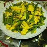 家常菜蒜苔炒鸡蛋