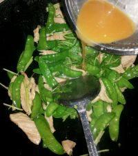 家常菜瘦肉炒荷兰豆
