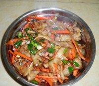 家常菜胡萝卜炒猪耳朵肉