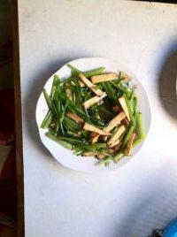 简单的芹菜炒豆干