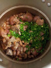 美味的花生焖猪蹄