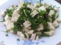 清淡的香椿芽拌豆腐