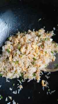 美味的葱花蛋炒饭