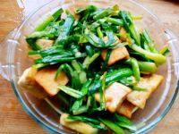 家庭版蒜苗炒豆腐