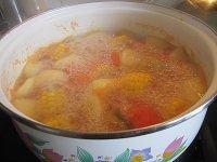 香味四溢的田园蔬菜汤