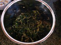 鲜香的凉拌芹菜叶
