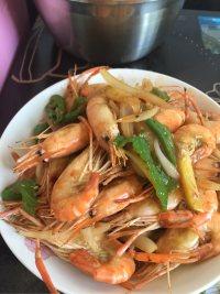 美味的洋葱炒虾