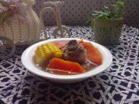 美味的玉米萝卜排骨汤