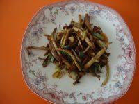 绿色食物干煸茶树菇