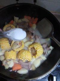 色味俱佳的玉米排骨汤