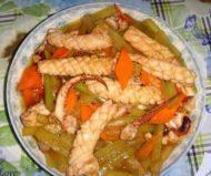 鲜嫩的芹菜炒鱿鱼