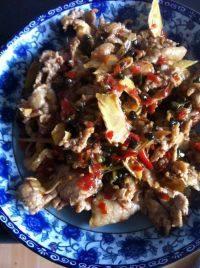 在家做的韭菜花炒肉