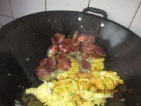 家常菜腊肠炒鸡蛋