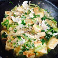 家常菜鱼头炖豆腐