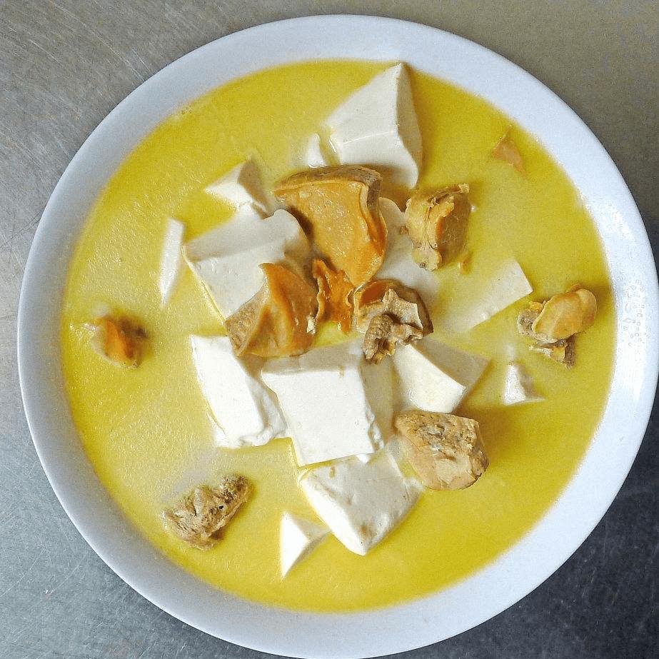 鲜活螃蟹豆腐汤