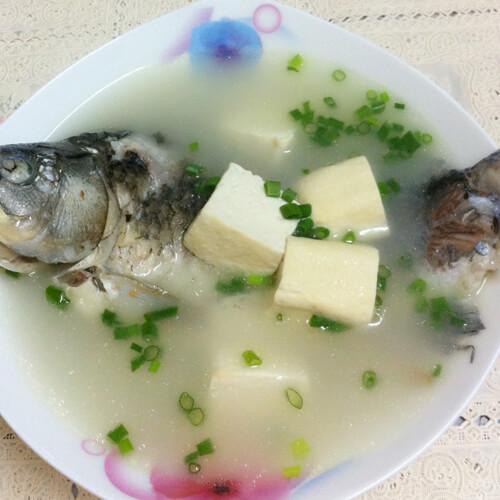家常菜鲫鱼豆腐汤