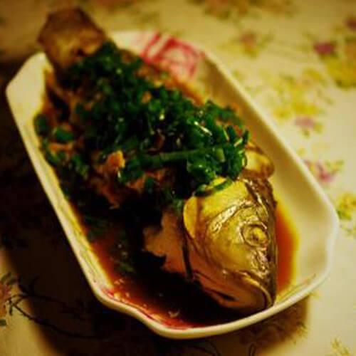 十分好吃的清蒸鲤鱼