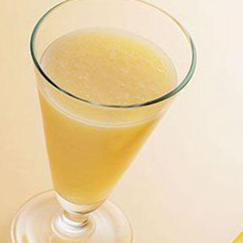 鲜榨蜂蜜牛奶香蕉汁