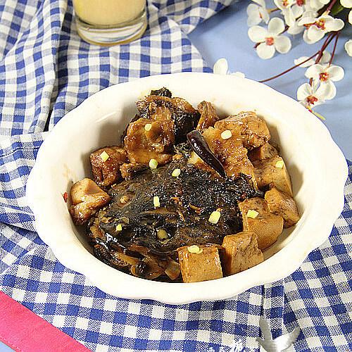 澳斑鱼头炖豆腐