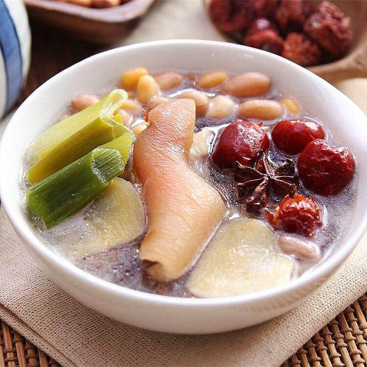 海带薏仁莲米猪脚汤