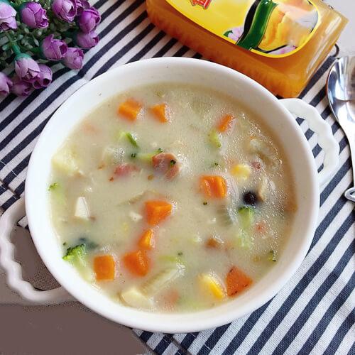 美味的松子西兰花浓汤