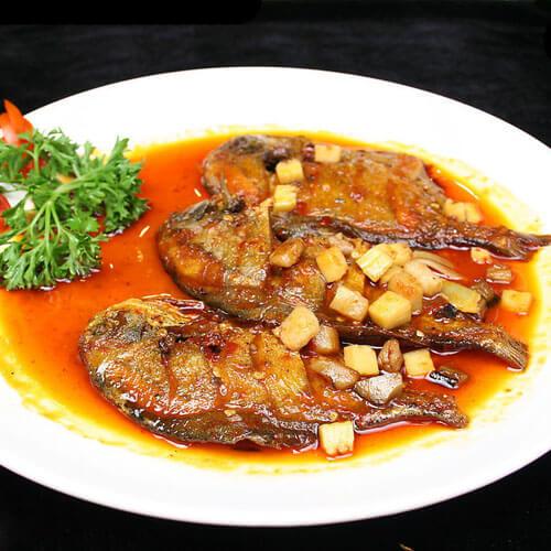 常吃不腻的干烧鲳鱼