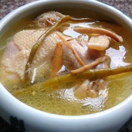 杂菌鸡汤面