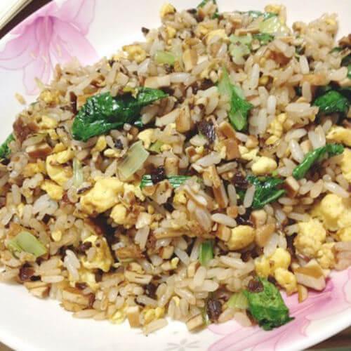 白菜油豆腐蛋炒饭