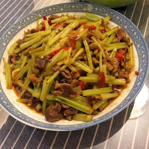 泡椒芹菜炒鸡珍