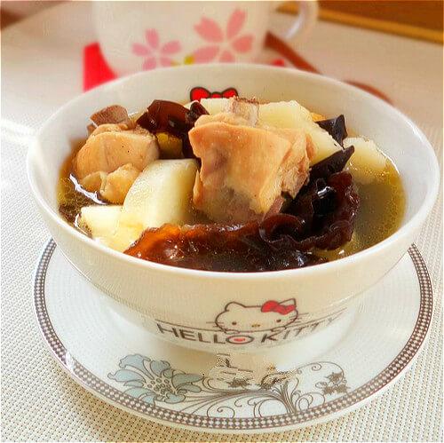 美味萝卜山药炖鸡汤